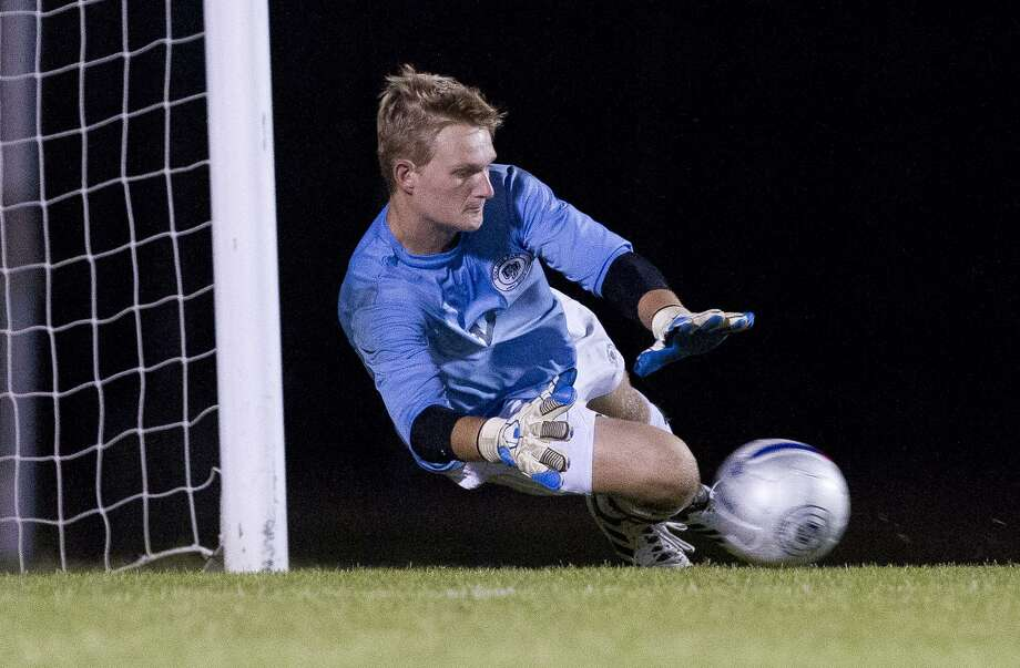 College Park goalie Ben Dixon (0), shown here last season, was the District 12-6A Goalkeeper of the Year last season and returns to Cavaliers for his senior year. Photo: Jason Fochtman, Staff Photographer / Houston Chronicle / © 2018 Houston Chronicle