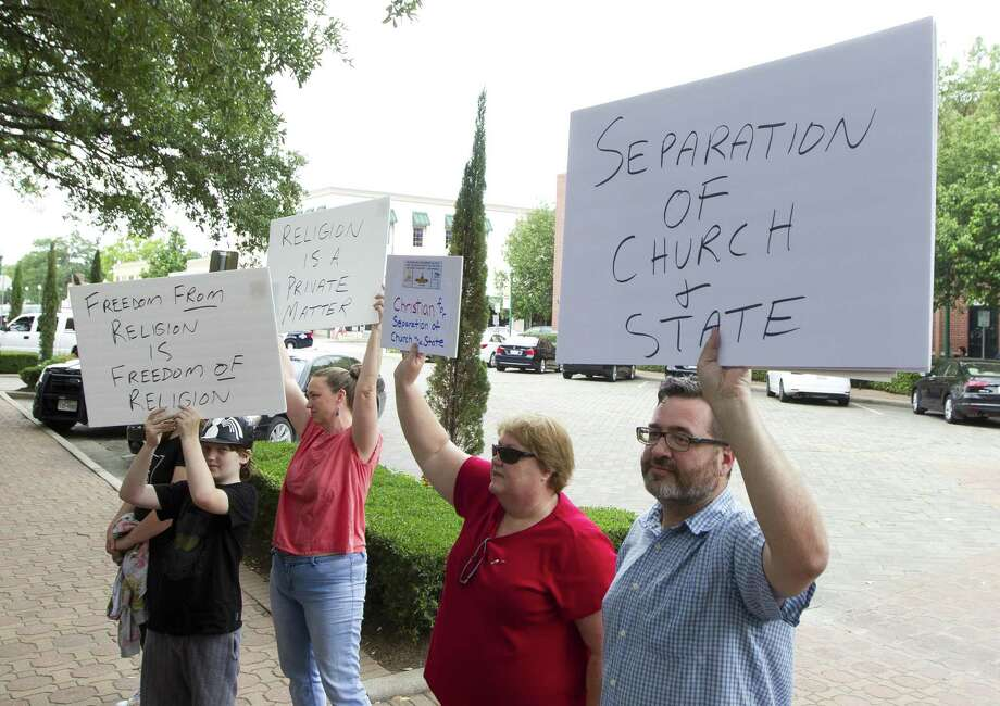 Protesters in 2017 demonstrate against a pre-conference prayer at a news conference by Attorney General Ken Paxton. A minister warns against another threat to separation of chuch and state. Photo: Jason Fochtman /Houston Chronicle / © 2017 Houston Chronicle