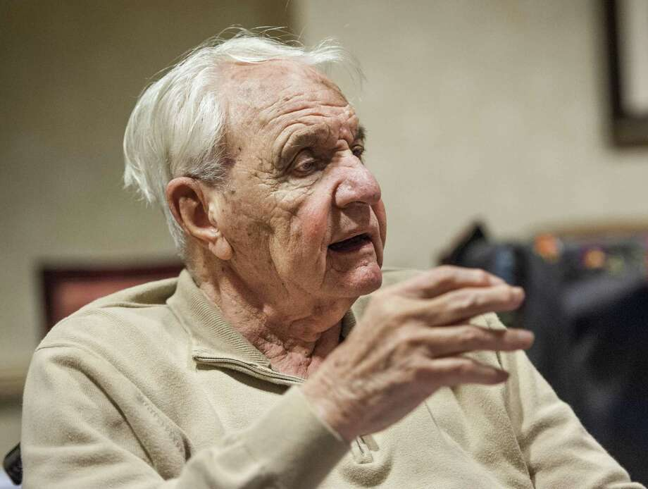 John Valmis, well known among Stamford sports circles, died Christmas Eve at the age of 94. Photo: Mark Conrad / File Photo / Connecticut Post Freelance