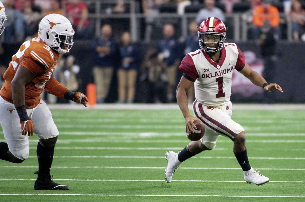 Oklahoma quarterback Kyler Murray (1) scrambles away from Texas defensive lineman Malcolm Roach (32) during the first half of the Big 12 Conference championship NCAA college football game on Saturday, Dec. 1, 2018, in Arlington, Texas. (AP Photo/Jeffrey McWhorter)