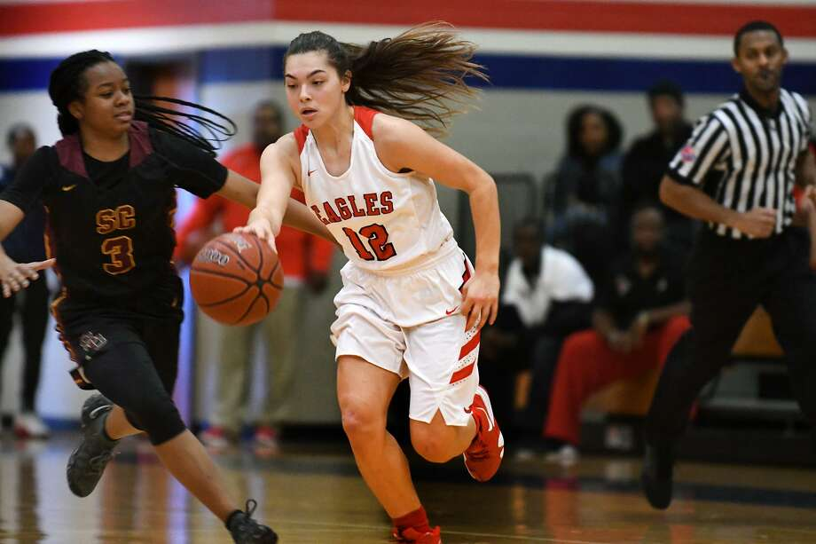 Atascocita senior guard Brittney Stafford (12) pushes the ball upcourt against Summer Creek junior Mailyn Wilkerson (3) during their District 22-6A matchup at Atascocita High School on Dec. 21, 2018. Photo: Jerry Baker, Houston Chronicle / Contributor / Houston Chronicle
