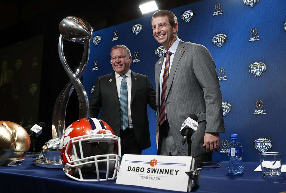 Notre Dame coach Brian Kelly (left) praises Clemson coach Dabo Swinney's program during a joint news conference ahead of Saturday's Cotton Bowl semi-final playoff game in Dallas. Photo: LM Otero / Associated Press
