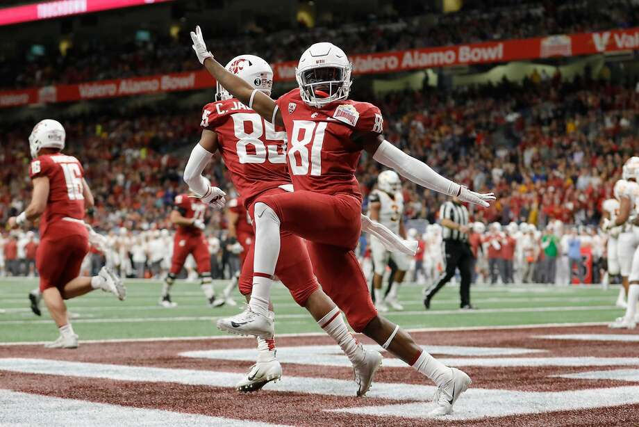Renard Bell (81) celebrates after a first-quarter touchdown reception in Washington State's 28-26 victory over Iowa State. Photo: Tim Warner / Getty Images
