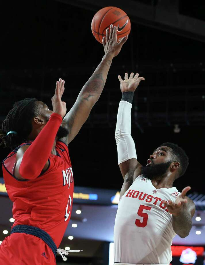 Houston Cougars guard Corey Davis Jr. (5) scores with a shot while N.J.I.T Highlanders forward Abdul Lewis (0) is trying to block him during the first half of the American Athletic Conference game at Fertitta Center on Saturday, Dec. 29, 2018, in Houston. Photo: Yi-Chin Lee, Staff Photographer / © 2018 Houston Chronicle