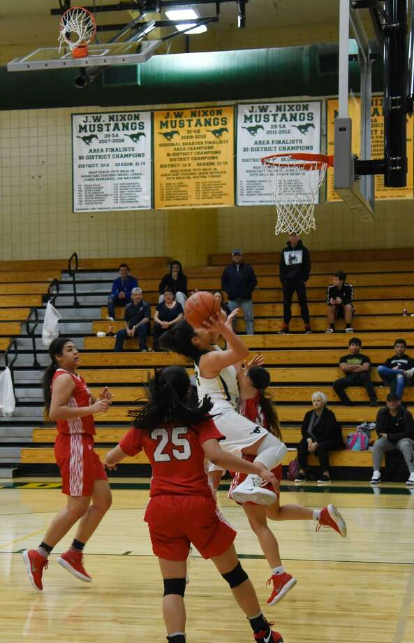 Ashley Pena scored a game-high 27 points Saturday including six 3-pointers leading Nixon to a 49-42 win over rival Martin. Photo: Christian Alejandro Ocampo /Laredo Morning Times / Laredo Morning Times