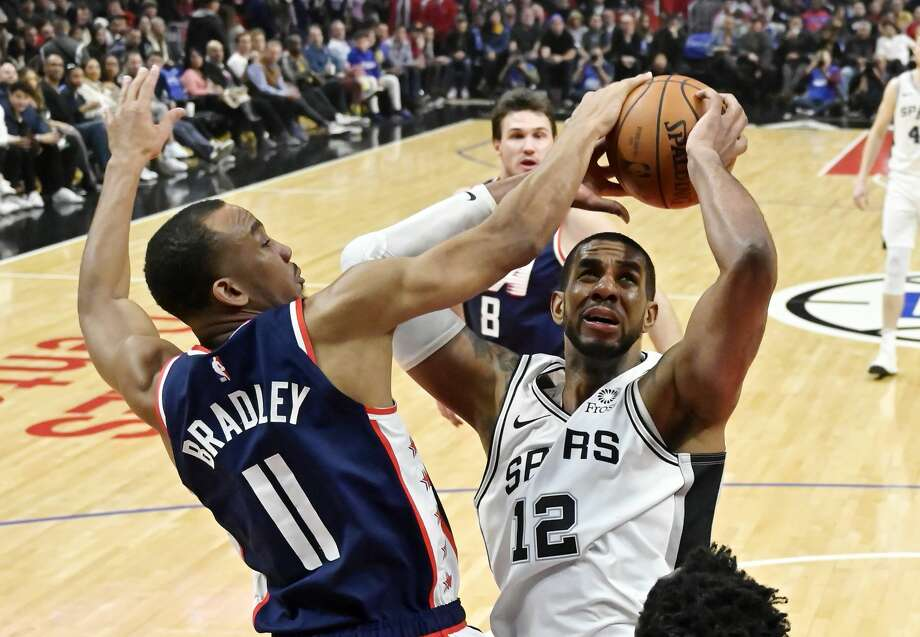 San Antonio Spurs forward LaMarcus Aldridge, right, shoots as Los Angeles Clippers guard Avery Bradley defends during the second half of an NBA basketball game Saturday, Dec. 29, 2018, in Los Angeles. The Spurs won 122-111. (AP Photo/Mark J. Terrill) Photo: Mark J. Terrill/Associated Press