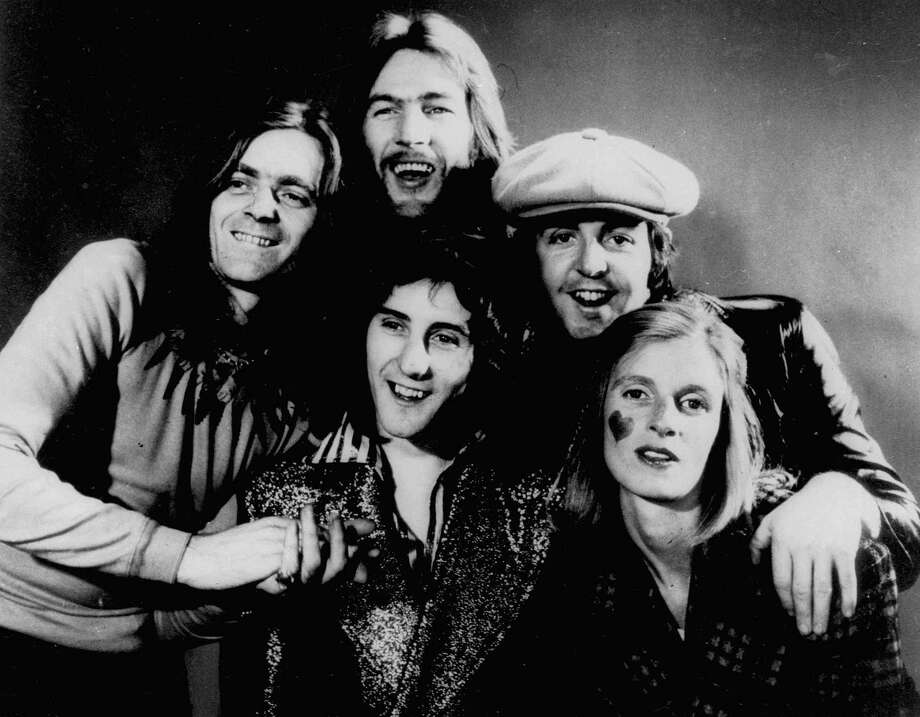 Denny Laine, front center, with Paul and Linda McCartney, right, in Wings. Photo: AP / File Photo / AP1972
