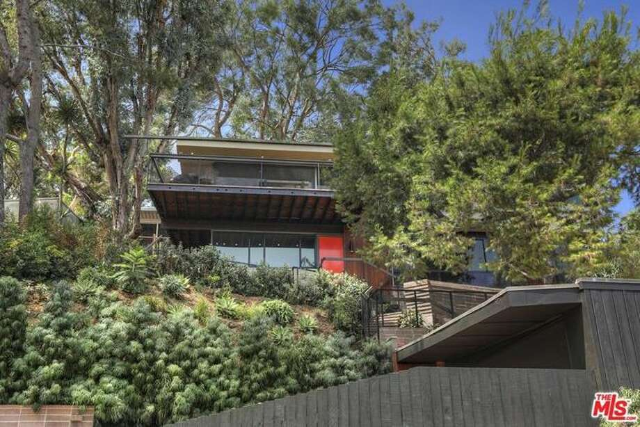 Funny lady Kristen Wiig just sold her impeccably renovated and restored midcentury modern abode in the Silver Lake area of L.A. for $5,225,000, a generous $100,000 over ask. Photo: REALTOR.com