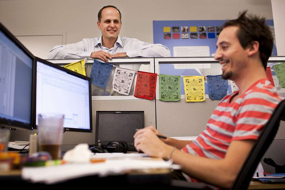 Laszlo Bock, who led many of Google's human resources analytics efforts, stops by a colleague's cubicle at Google's offices in Mountain View in 2011. Bock is now the CEO of Humu. Photo: Peter DaSilva / New York Times 2011