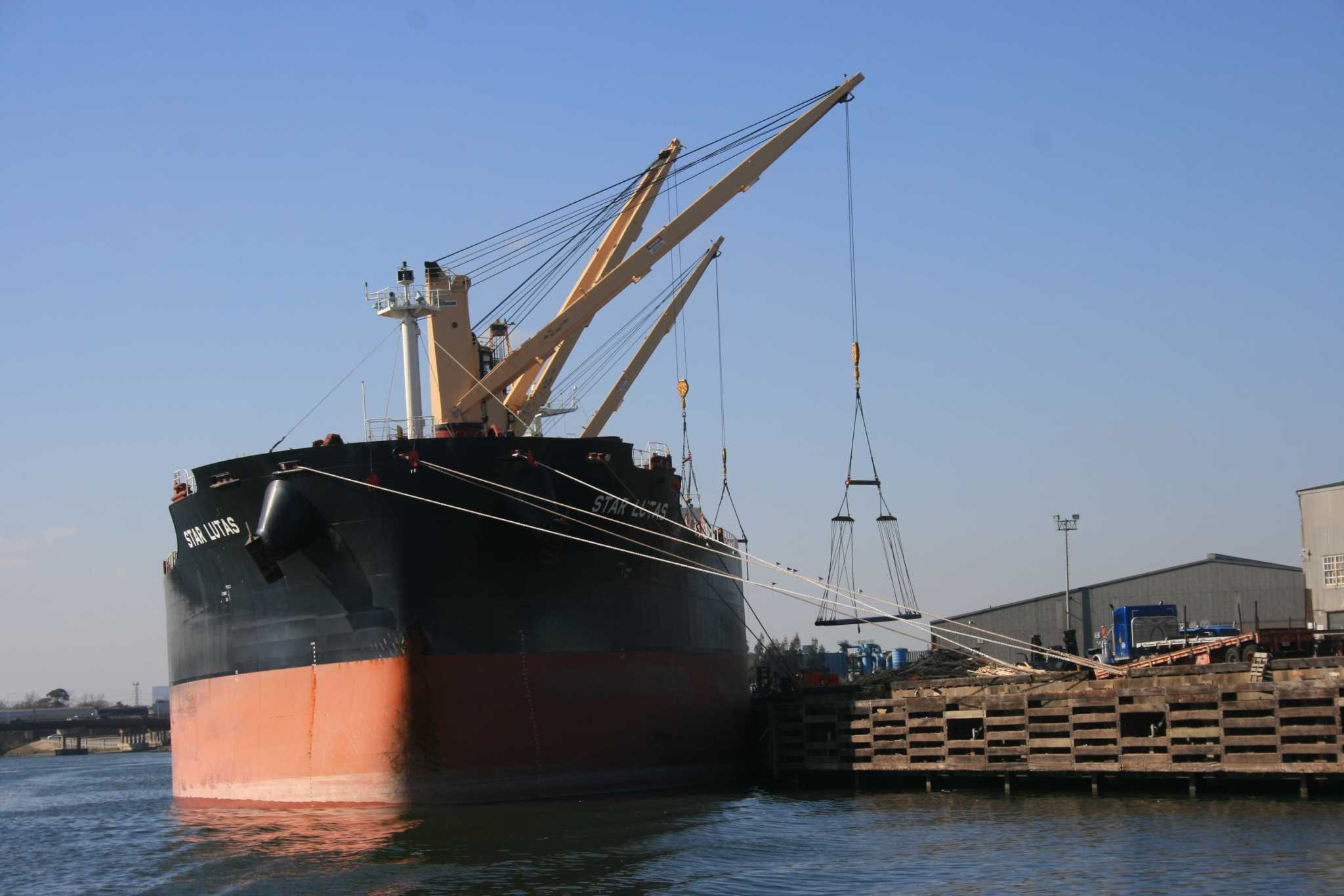 More ships to rely on LNG as pollution rules tighten