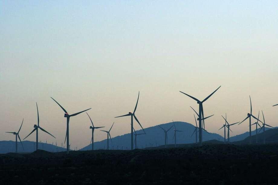 Wind turbines generate electricity near Mojave, California. Photo: Bill Montgomery, Houston Chronicle