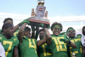 Oregon cornerback Thomas Graham Jr. (4) holds the trophy next to teammates after a 7-6 win over Michigan State during the Redbox Bowl NCAA college football game Monday, Dec. 31, 2018, in Santa Clara, Calif. (AP Photo/Tony Avelar)