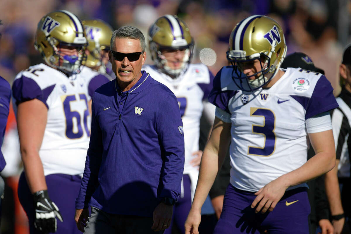 Washington head coach Chris Petersen watches during warm ups before the Rose Bowl NCAA college football game against Ohio State Tuesday, Jan. 1, 2019, in Pasadena, Calif. (AP Photo/Mark J. Terrill)