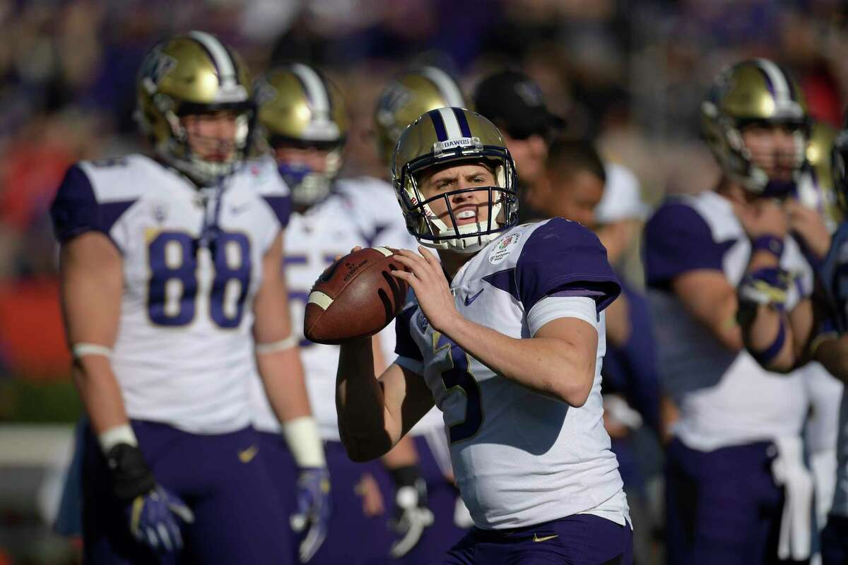 Washington quarterback Jake Browning warms up before the Rose Bowl NCAA college football game against Ohio State Tuesday, Jan. 1, 2019, in Pasadena, Calif.