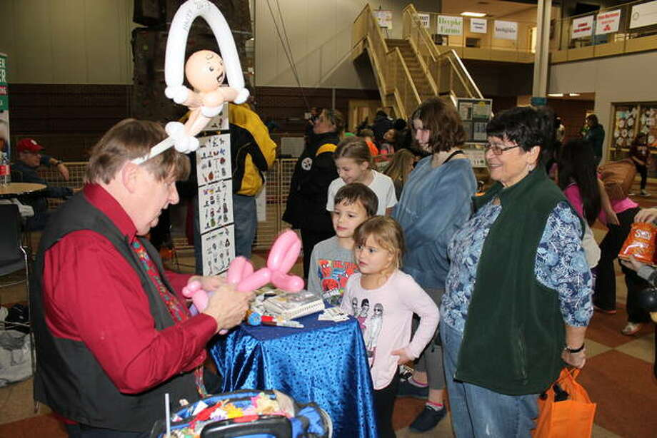 Balloon artist Randy Jones of Amazing Kids Entertainment creates an animal for a youngster Monday night during the annual Glen-Ed Last Night celebration at the Edwardsville YMCA's Meyer Center. The family-friendly event featured inflatables, carnival-style games, use of the roller rink and other attractions from 6 p.m. to 10 p.m. on New Year's Eve. Funds raised at Last Night were donated to the Metro East Fellowship of Christian Athletes, the Edwardsville High School E.P.I.C. Club and the Edwardsville YMCA. Photo: Bill Tucker | For The Intelligencer