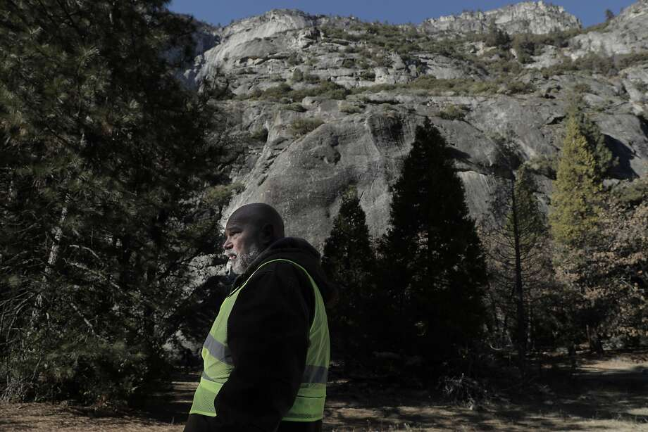 Volunteer Mark Ruter, looks for garbage along the roadside as he helps the group Facelift clean up Yosemite during a partial government shutdown that has Yosemite National Park without key services including trash removal and some bathroom services in Yosemite, Calif., on Wednesday, January 2, 2019. Photo: Carlos Avila Gonzalez / The Chronicle