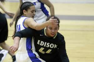 Edison's Emerald Garcia-Smith drives Wednesday, Jan. 2, 2019 around Lanier's Abigail Chamberlain during the Bears' game against the Voks at the Alamo Convocation Center.