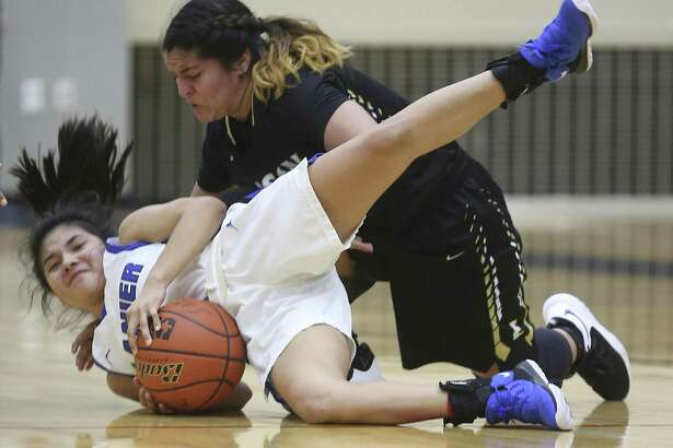 Edison's Tristan Munoz, top, tries Wednesday, Jan. 2, 2019 to get the ball from Lanier's Kim Hernandez during the Bears' game against the Voks at the Alamo Convocation Center.