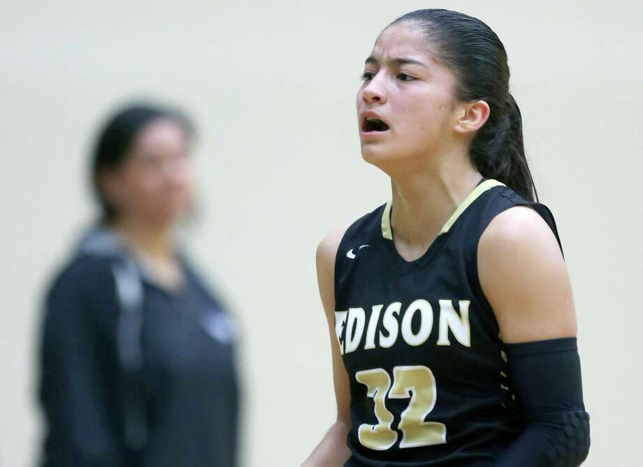 Senior guard Avalon Munoz guided Edison to a pair of District 27-5A victories with her stellar play last week. Photo: William Luther /Staff Photographer / © 2019 San Antonio Express-News