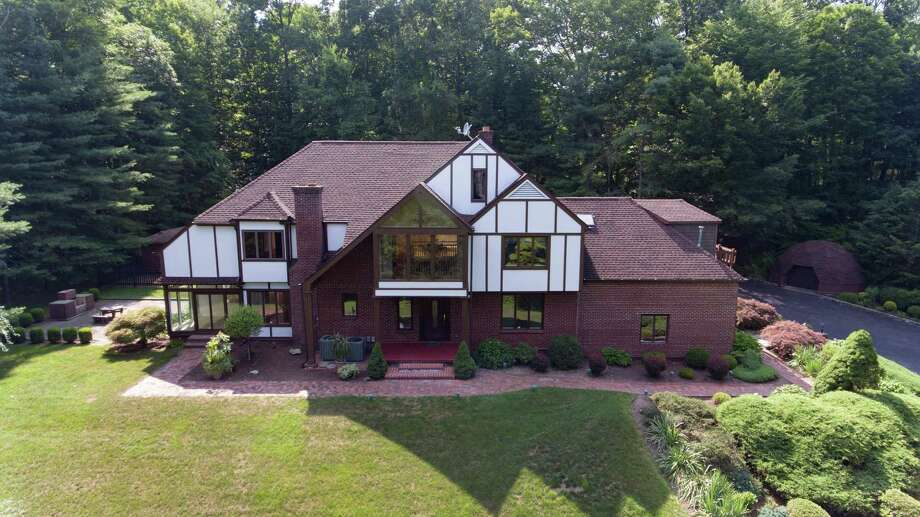 The home at 14 Signal Hill in Brookfield is part of the Barkwood water community which allows the owners to use the private beach and aplay/picnic area. The home is situated on two adjacent lots totaling 3.99 park-like private acres. Photo: William Pitt Sotheby's International Realty's Northern Fairfield County Brokerage / ONLINE_CHECK