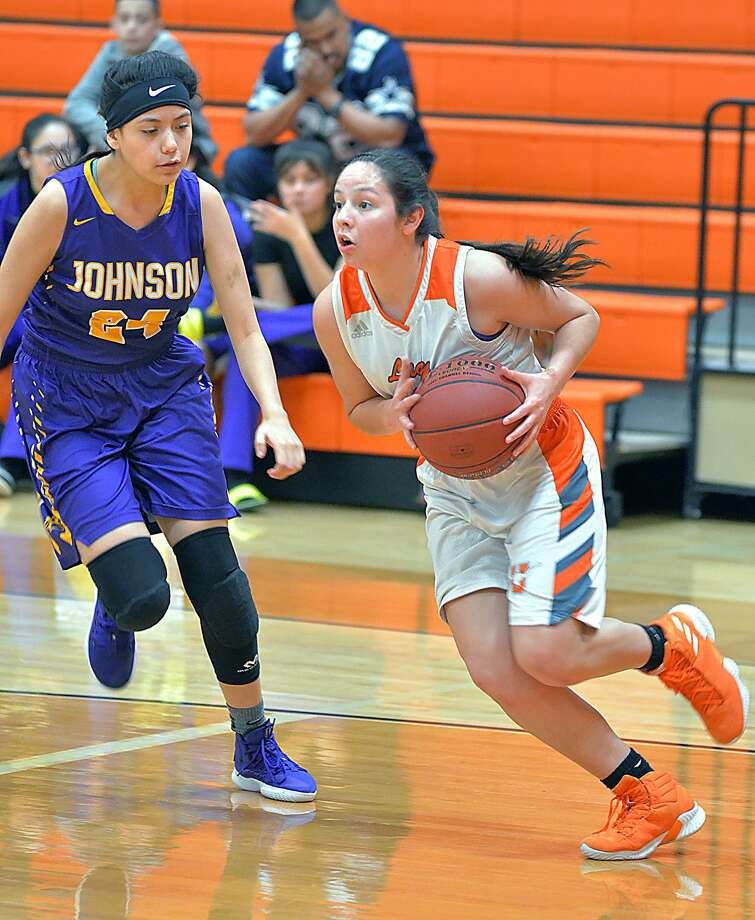 Natalia Trevino had 28 points in United's 76-31 win over LBJ on Wednesday afternoon. The Lady Longhorns play at Nixon Saturday in a battle of district unbeatens. Photo: Cuate Santos /Laredo Morning Times / Laredo Morning Times