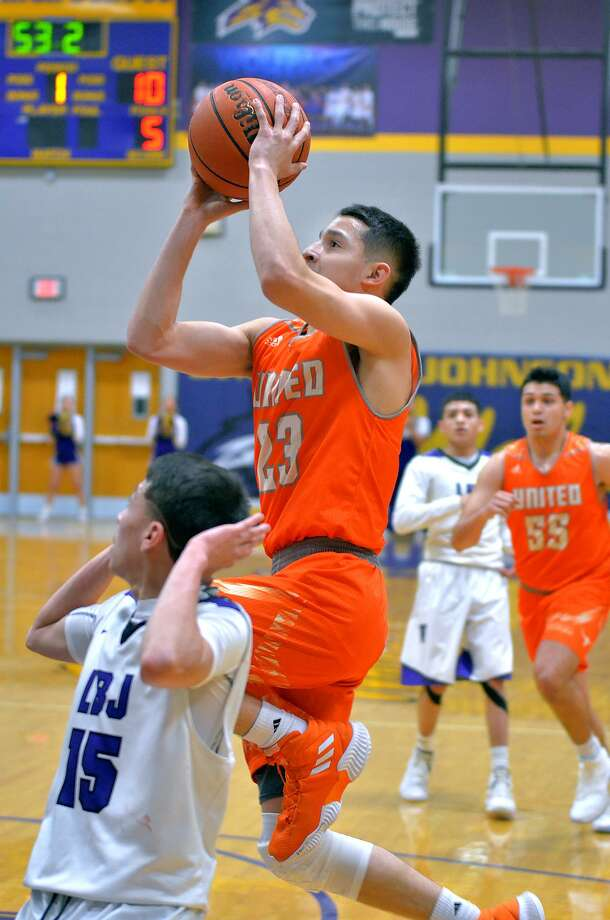 Andy Pompa was United's only player in double figures with a game-high 13 points Wednesday in a 56-46 victory at LBJ. Photo: Cuate Santos /Laredo Morning Times / Laredo Morning Times