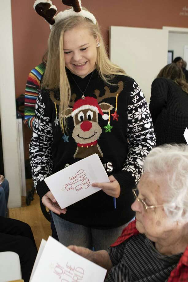 2019 Fair Queen candidate Melanie Norris delivers a Christmas card to Elmcroft of Rivershire resident Irene Glastetter on Friday, Dec. 21, 2018 at Elmcroft of Rivershire in Conroe. Photo: Cody Bahn, Houston Chronicle / Staff Photographer / © 2018 Houston Chronicle