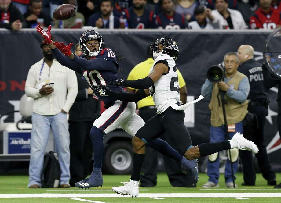 DeAndre Hopkins (10) of the Houston Texans makes a catch defended by Jalen Ramsey (20) of the Jacksonville Jaguars on December 30, 2018 in Houston. Photo: Tim Warner, Stringer / Getty Images / 2018 Getty Images