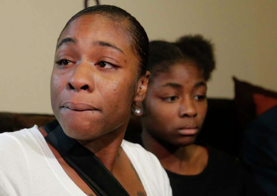 LaPorsha Washington, and her daughter, Alxis, 15, talk at a press conference held Thursday, Jan. 3, 2019 at the home of a family member in Katy about the shooting on Sunday that killed her seven-year-old daughter Jazmine Barnes. Photo: Melissa Phillip, Staff Photographer / © 2019 Houston Chronicle