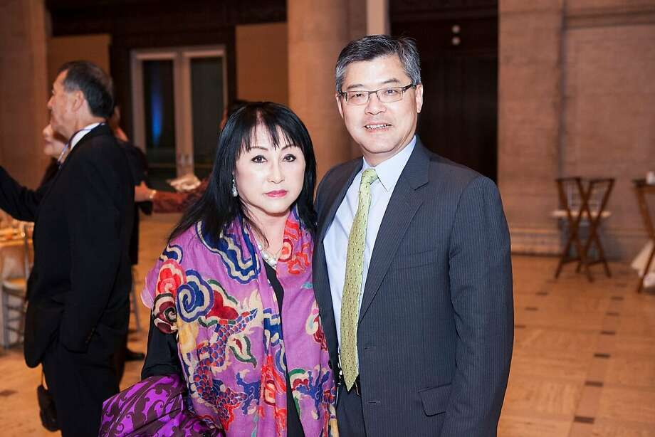 Suno Kay Osterweis and Asian Art Museum director Jay Xu. Osterweis passed away at her Beverly Hills home Dec. 27, 2018. Photo: Drew Altizer / Courtesy Of The Asian Art Museum