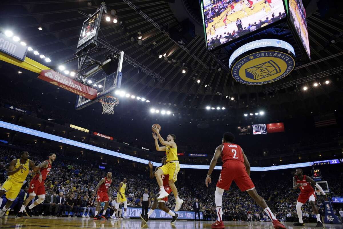 Klay Thompson (11) goes to the basket in the first half as the Golden State Warriors played the Houston Rockets at Oracle Arena in Oakland, Calif., on Thursday, January 3, 2019.