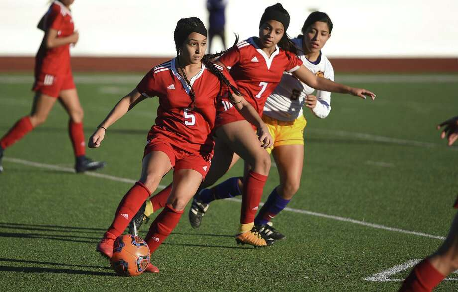Erika Ayala and the Lady Tigers (5-3-2) had a rough weekend as it fell to Montogomery 1-0 to end the San Marcos Tournament. Photo: Danny Zaragoza /Laredo Morning Times File / Laredo Morning Times