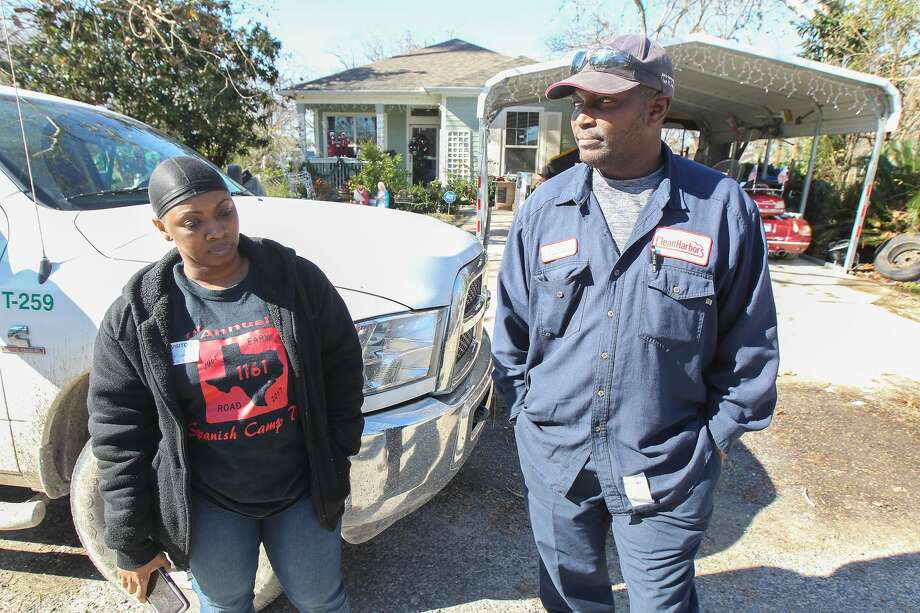 Taurus Nelson (right) and his wife, Marketa Jones (left), were shocked to find out his daughter had been shot and his three grandchildren killed at the Pointe Ann Apartments 1225 10th Street North Friday, Jan. 4, 2019, in Texas City. Photo: Steve Gonzales/Staff Photographer