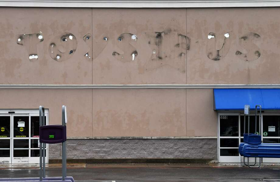 "Six months after closing its doors, the signage on the Beaumont Toys ""R"" Us has been removed. The city's Economic Development Foundation said they are working with a Big Lots to fill in the unoccupied building.  