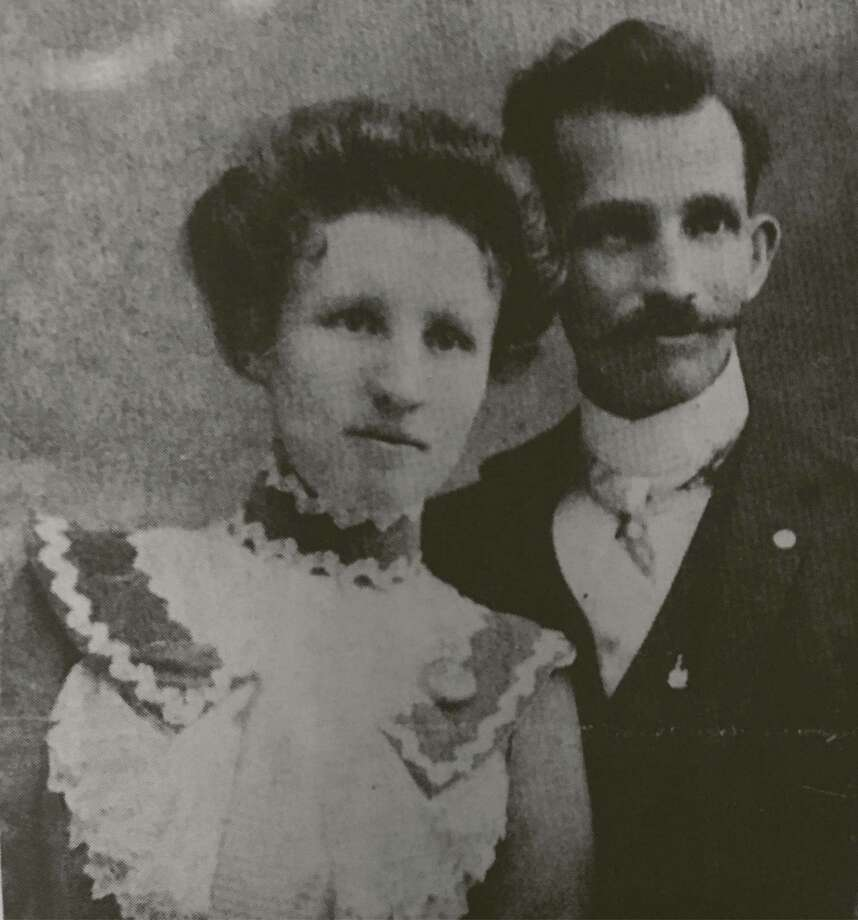 Richard and Clara Anderson Knight in 1901 on their honeymoon in Houston.