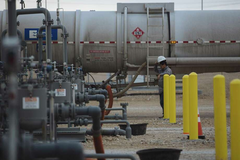 A worker unloads crude oil from a tanker at an Enterprise Crude Pipeline LLC storage facility in Loving County Texas, U.S., on Dec. 17. Getting oil to refineries involves a wait in Canada, a trend the U.S. can avoid. Photo: Angus Mordant /Bloomberg / © 2018 Bloomberg Finance LP