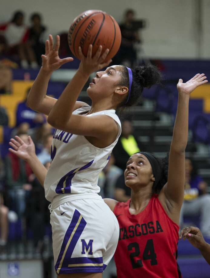 Midland High's Zoe Taylor gets around Tascosa's Aubry Nash for a layup 01/04/19 at Midland High gym. Tim Fischer/Reporter-Telegram Photo: Tim Fischer/Midland Reporter-Telegram