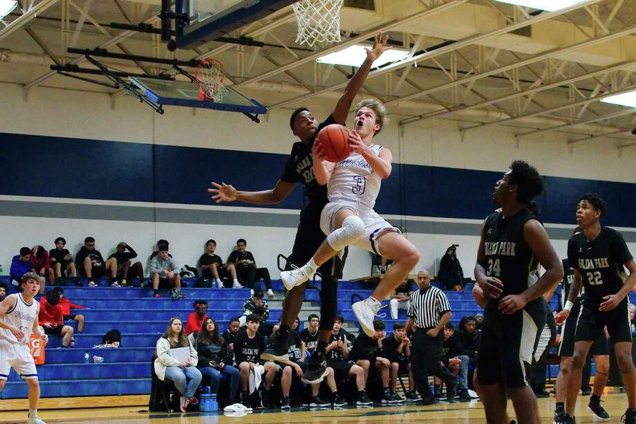Friendswood's Hudson Bockart (3) lays up a shot past Galena Park's John Victoria Friday at Friendswood High School. Photo: Kirk Sides / Staff Photographer / © 2018 Kirk Sides / Houston Chronicle
