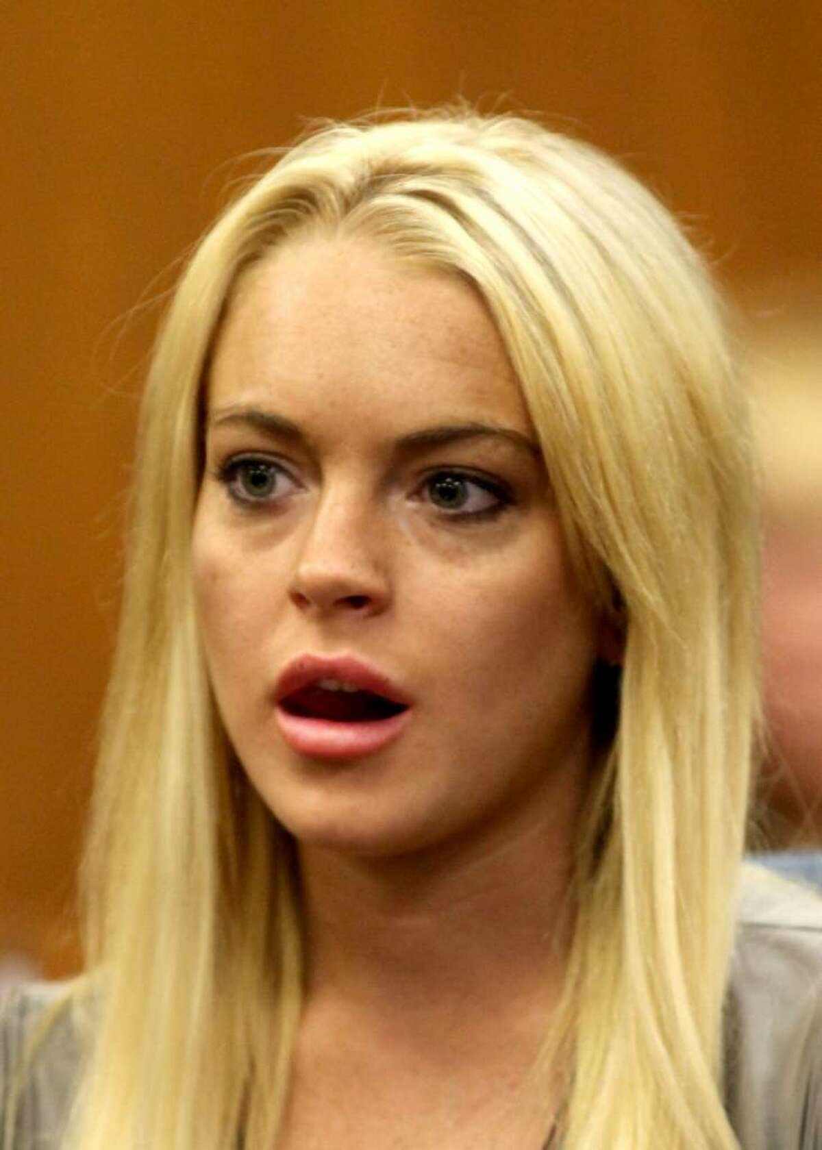 BEVERLY HILLS, CA - JULY 20: Actress Lindsay Lohan surrenders at the Beverly Hills Courthouse to serve her 90 day jail sentence on July 20, 2010 in Beverly Hills, California. Lindsay Lohan was found in violation of her probation for the August 2007 no-contest plea to drug and alcohol charges stemming from two separate traffic accidents. (Photo by Al Seib-Pool/Getty Images) *** Local Caption *** Lindsay Lohan