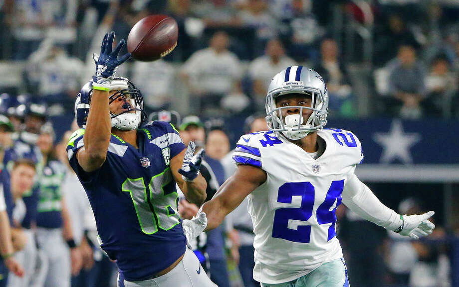 9f7b64eec Seahawks receiver Tyler Lockett led the NFL in percentage of receptions  coming from 20-yard