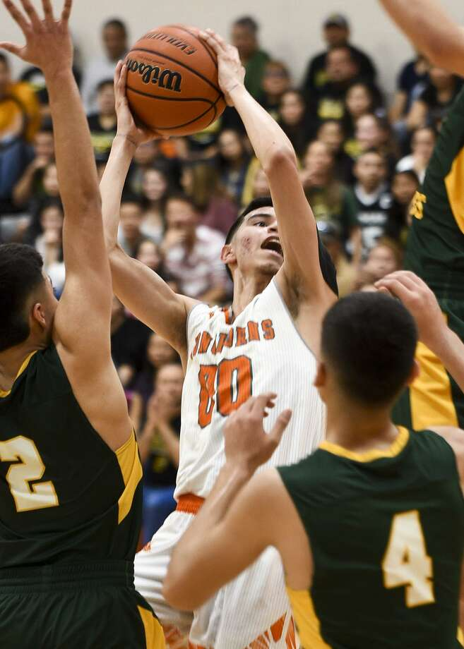 Sammy Esparza scored a game-high 26 points Saturday helping United win 59-49 at home over Nixon to take outright possession of first place in District 29-6A. Photo: Danny Zaragoza /Laredo Morning Times / Laredo Morning Times