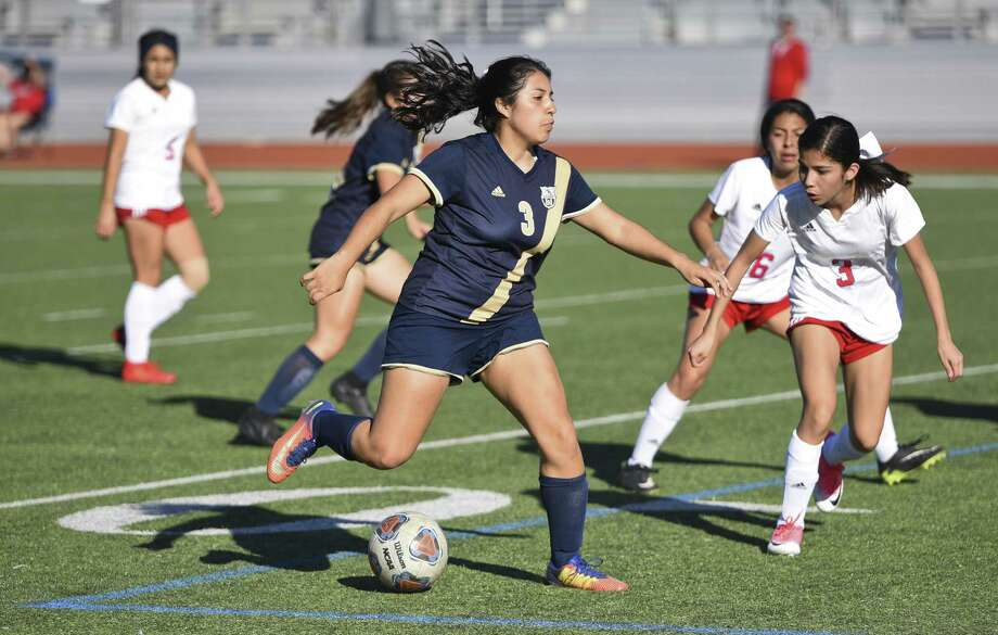 A five-goal performance from Marina Salidvar helped Alexander keep pace near the top of the District 29-6A standings with an 8-0 victory Friday over Eagle Pass at Krueger Field. Photo: Danny Zaragoza /Laredo Morning Times File / Laredo Morning Times