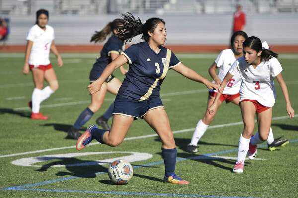 A five-goal performance from Marina Salidvar helped Alexander keep pace near the top of the District 29-6A standings with an 8-0 victory Friday over Eagle Pass at Krueger Field.