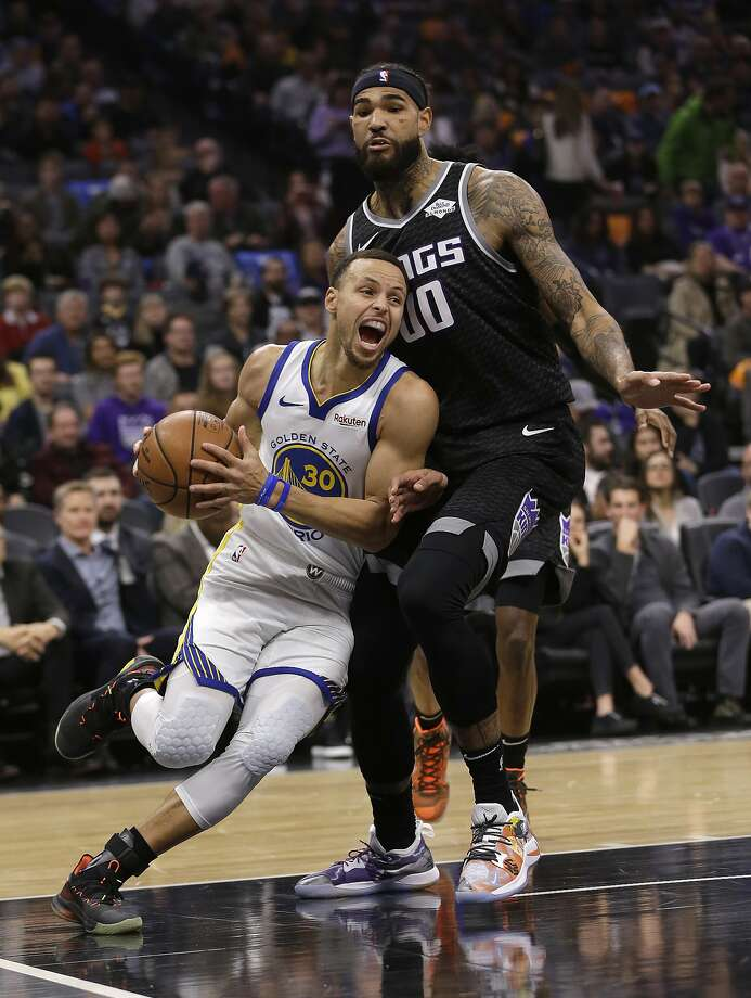 Warriors guard Stephen Curry drives against Kings center Willie Cauley-Stein. Photo: Rich Pedroncelli / Associated Press
