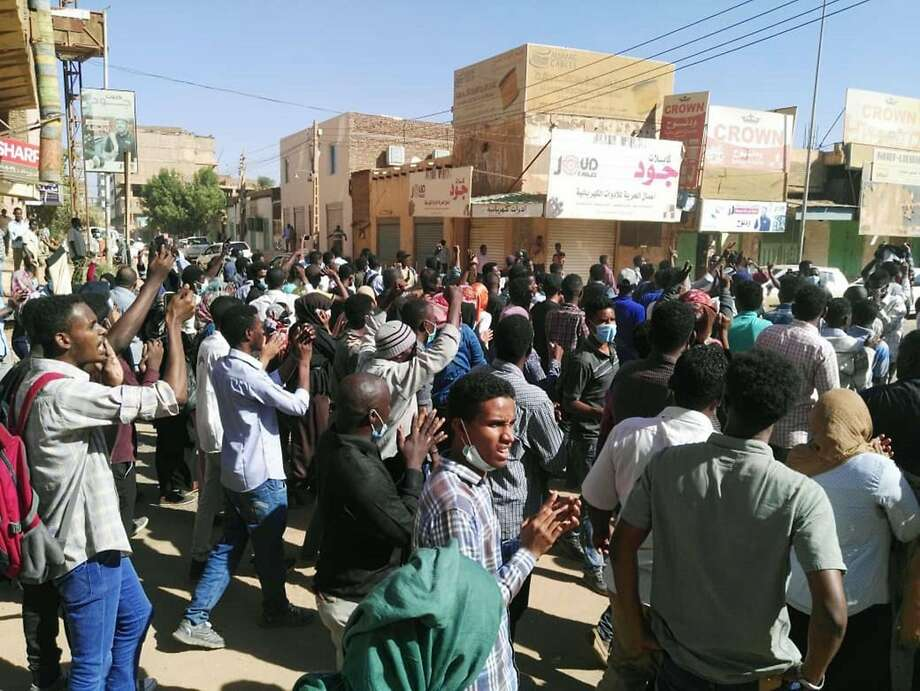Demonstrators gather in the capital of Khartoum to call for President Omar el-Bashir to step down. The protest movement has grown in recent weeks. Photo: AFP / Getty Images