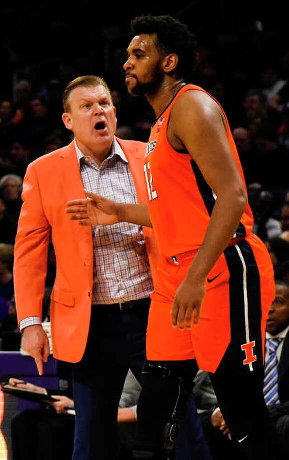 Illinois coach Brad Underwood (left) talks with Adonis De La Rosa during Sunday's Big Ten Conference game against Northwestern in Evanston. Photo: Associated Press