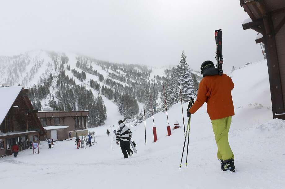 FILE - In this Nov. 29, 2018, file photo, skiers and snowboarders walk to the lifts at Mt. Rose Ski Tahoe near Reno, Nev. Avalanche warnings have been posted in parts of California, Nevada and Utah after a winter storm dumped heavy snow on the region. The Sierra Avalanche Center issued a backcountry avalanche warning for the Lake Tahoe area stretching south into the Sierra along the California-Nevada line from noon Sunday, Jan. 6, 2018, until 7 a.m. (Jason Bean/The Reno Gazette-Journal via AP, File) Photo: Jason Bean / Associated Press