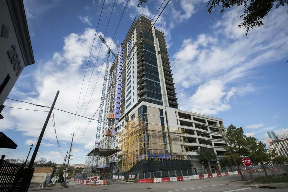 Luxury apartment high-rise under construction on Fannin in Midtown Houston, Sunday, Jan. 6, 2019. Photo: Marie D. De Jesús, Houston Chronicle / Staff Photographer / © 2019 Houston Chronicle