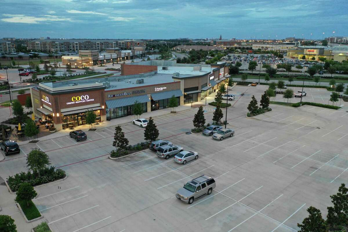 Houston-based Vista Properties is nearing completion on phase two of University Commons. The project, anchored by Sprouts Farmers Market, will add 109,000 square feet of retail space at University Boulevard and Telfair Avenue in Sugar Land.