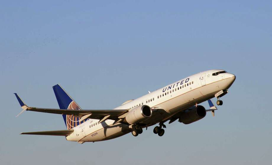 A United Airlines Boeing 737 takes off from Bush Intercontinental Airport. Photo: Bill Montgomery, Houston Chronicle